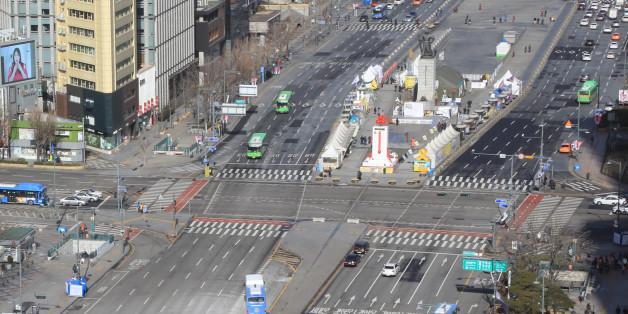 설 연휴가 시작된 27일 오전 서울 광화문 일대가 한산한 모습을 보이고 있다