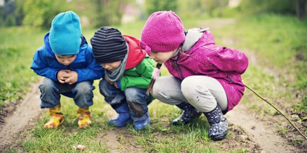 Im Pestalozzi-Kindergarten findet ein großer Teil des Alltags in der freien Natur statt.