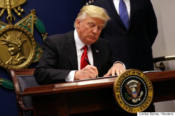 trump signs executive order immigration