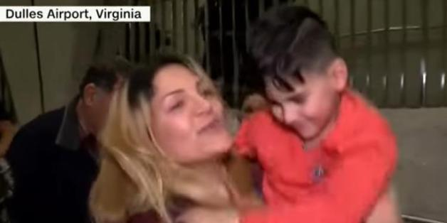 Erst nach vier Stunden konnte dieser Junge iranische Abstammung seine Mutter sehen
