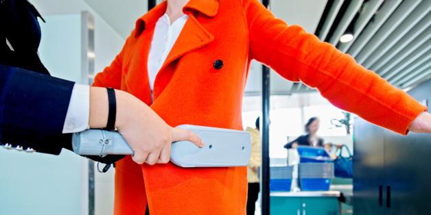 Entwürdigender Sicherheitscheck am Frankfurter Flughafen - Frau muss beweisen, dass sie stillt