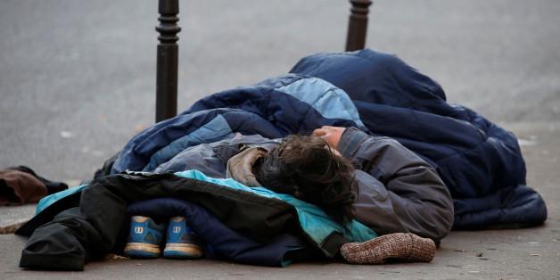 Unbekannte verübten in Hamburg einen Brandanschlag auf Obdachlose.