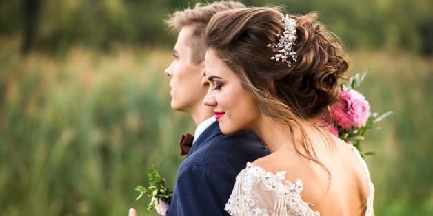 Das Verschenken von Brot und Salz zur Hochzeit steht als Symbol für die Ewigkeit der Ehe.