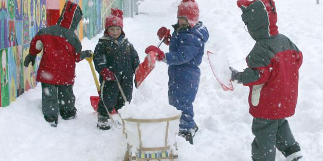 """Spielende Kinder im Schnee: """"Als Eltern möchte man später auf seine Kinder stolz sein."""""""