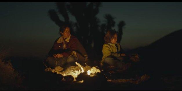 In dieser Super-Bowl-Werbung sitzt die Mutter zuletzt mit ihrer Tochter am Lagerfeuer
