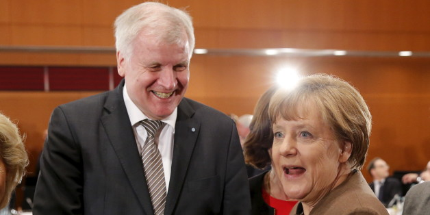 German Chancellor Angela Merkel (R) welcomes Bavarian State Premier Horst Seehofer during a meeting with state premiers at the Chancellery in Berlin in Berlin, Germany, January 28, 2016.      REUTERS/Fabrizio Bensch