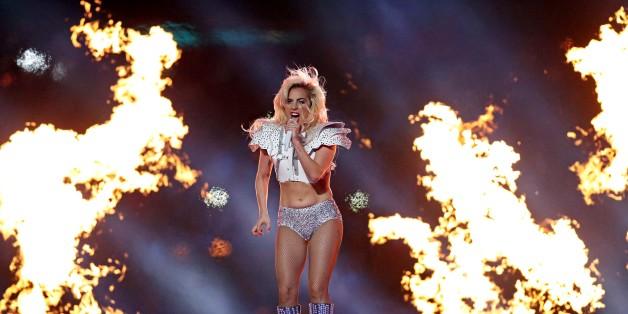 Die Medien sind sich uneinig über die politische Aussagekraft von Lady Gagas Auftritt beim Super Bowl