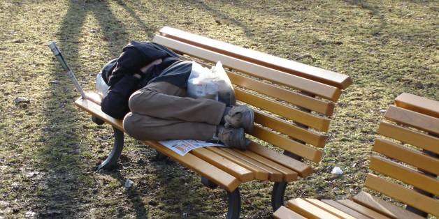 Ein Medienbericht hat einen Obdachlosen nach 23 Jahren wieder mit seiner Familie zusammengeführt (Symbolbild)