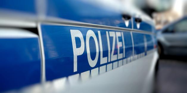 Am Sonntagmorgen hat die Polizei eine Frauenleiche in einem Auto gefunden, daneben lag ein schwerverletzter Mann