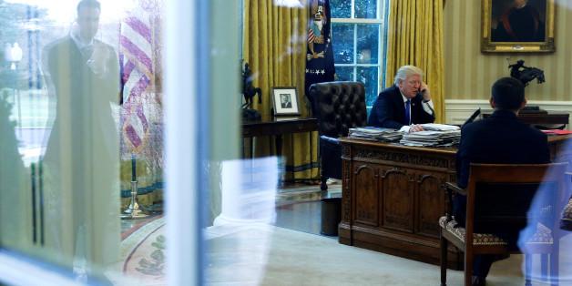 Mit Filzstift und Bademantel vor dem Fernseher: Insider verraten Trumps seltsamsten Angewohnheiten