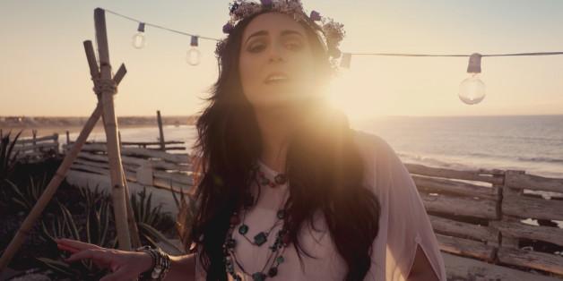 La chanteuse Nabyla Maan sortira son prochain album en mars