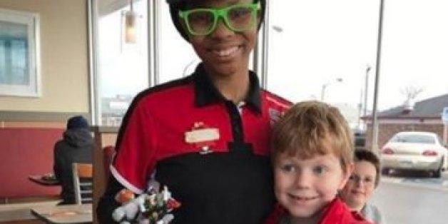 Le geste adorable d'une employée de McDonalds envers un petit garçon austiste