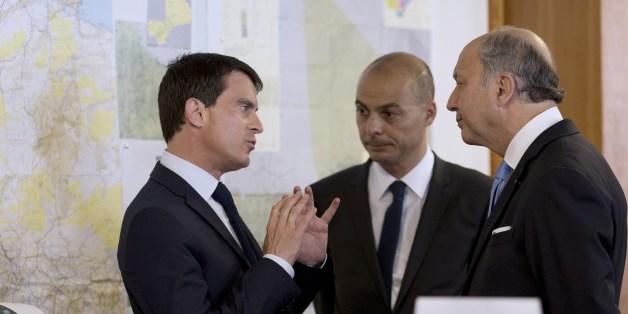 Didier Le Bret, ici au centre, entre le Chef du gouvernement français Manuel Valls et le ministre des Affaires étrangères Laurent Fabius, 25/07/2014