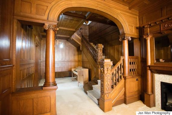 mounce mansion foyer