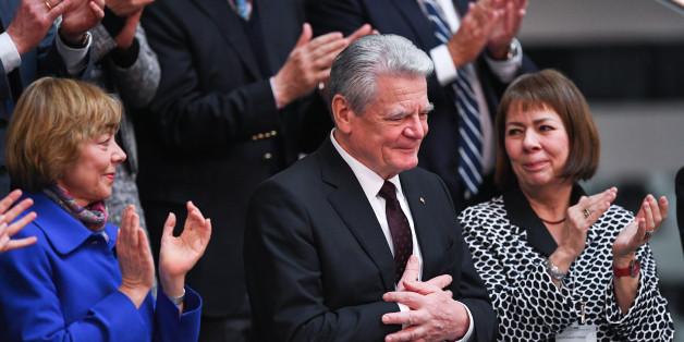 Bei der Bundesversammlung kämpft der scheidende Bundespräsident Gauck mit den Tränen