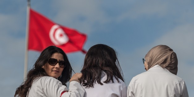 TUNIS, TUNISIA - FEBRUARY 08: Tunisian medical workers and medicine students stage a protest, demanding the release of 2 doctors who were detained due to their alleged responsibility on the death of patients as well as demanding the improvement on healthcare system in Tunis, Tunisia on February 08, 2017. (Photo by Amine Landoulsi/Anadolu Agency/Getty Images)