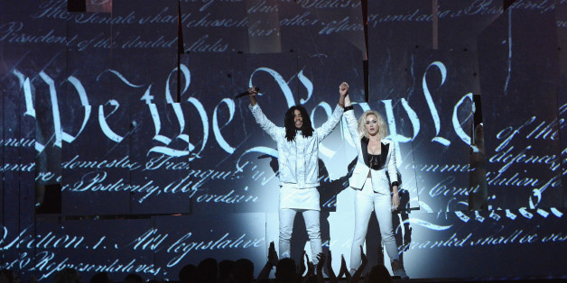 Katy Perry bei ihrem Auftritt während der 59. Grammy Awards