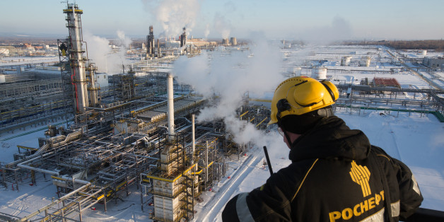 A worker overlooks the low-temperature isomerization unit at the Novokuibyshevsk oil refinery plant, operated by Rosneft PJSC, in Novokuibyshevsk, Samara region, Russia, on Thursday, Dec. 22, 2016. Oil trimmed a second weekly gain as investors weighed rising U.S. inventories against coming coordinated output cuts by OPEC and other producing nations. Photographer: Andrey Rudakov/Bloomberg via Getty Images