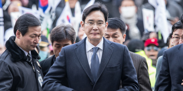 SEOUL, Feb. 16, 2017 :  Samsung Electronics Vice Chairman Lee Jae-yong (Front) enters a Seoul court for hearings in Seoul, South Korea, on Feb. 16, 2017. The heir apparent of Samsung Group, South Korea's largest family-run conglomerate, on Thursday appeared in hearings at a Seoul court, which will decide whether to issue an arrest warrant for him sought by prosecutors. 