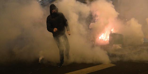 In Paris (Foto) und Vororten kommt es nach der mutmaßliche Vergewaltigung eines jungen Mannes durch einen Polizisten zu Krawallen