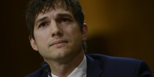 Schauspieler Ashton Kutcher hat am Mittwoch im US-Senat eine emotionale Rede gegen moderne Sklaverei und Kindesmissbrauch gehalten.