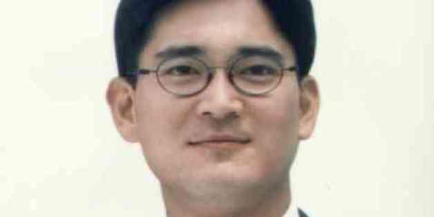 이재용 부회장은 2001년 3월 33살의 나이에 삼성전자 경영기획실 상무보로 본격적인 경영 수업에 나섰다.
