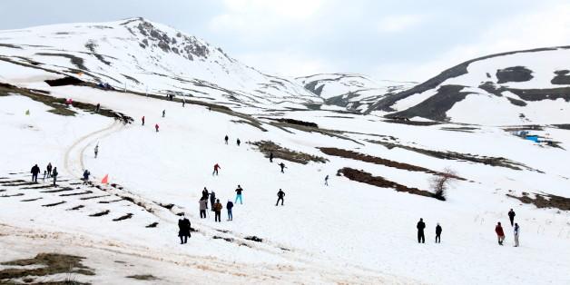 Kurdish men take part in the Kurdistan Ice and snow festival held at Kudu Mountain near the Iraq-Iran border town of Haj Omran, in the autonomous Kurdistan region of Iraq, February 20, 2016. REUTERS/Azad Lashkari