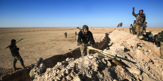 Fighters of the Hashed al-Shaabi (Popular Mobilisation) paramilitaries prepare defensive positions near the frontline village of Ayn al-Hisan, on the outskirts of Tal Afar west of Mosul, where Iraqi forces are preparing for the offensive retake the western side of Mosul from Islamic State (IS) group fighters, on February 18, 2017. / AFP / AHMAD AL-RUBAYE        (Photo credit should read AHMAD AL-RUBAYE/AFP/Getty Images)