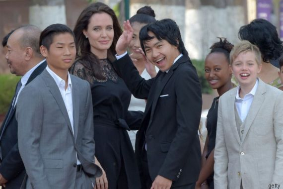 Angelina lascia Shiloh libera di indossare abiti maschili alla presentazione del suo nuovo