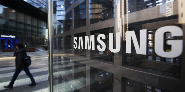 A woman walks past Samsung Electronics Co. signage outside the company's Seocho office building in Seoul, South Korea, on Friday, Feb. 17, 2017. Samsung Group's Jay Y. Lee was formally arrested on allegations of bribery, perjury and embezzlement, an extraordinary step that jeopardizes the executive's ascent to the top role at the world's biggest smartphone maker. Photographer: SeongJoon Cho/Bloomberg via Getty Images