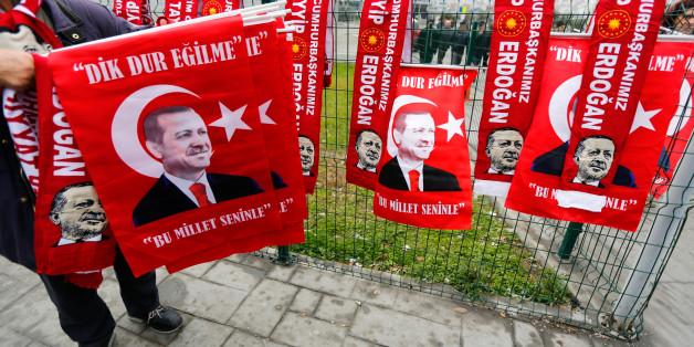 Türkische Nationalisten feiern ihren Präsidenten Erdogan