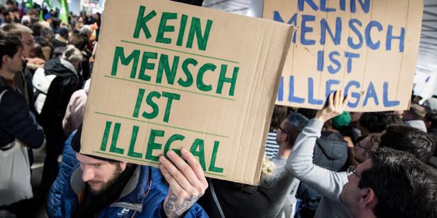 Streit um Afghanistan-Abschiebungen: Protest am Münchner Flughafen