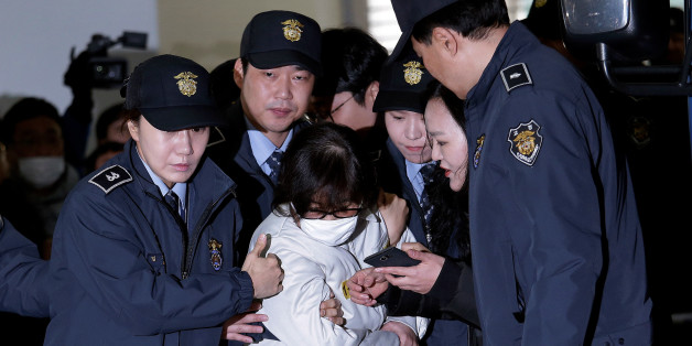 Choi Soon-sil, the jailed confidante of disgraced South Korean President Park Geun-hye, center, arrives for questioning into her suspected role in political scandal at the office of the independent counsel in Seoul, South Korea, December 24, 2016.  REUTERS/AHN YOUNG-JOON/Pool      TPX IMAGES OF THE DAY