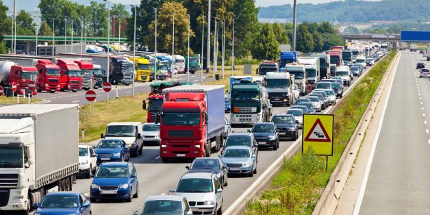 Auf der A7 bei Kassel weigerten sich Autofahrer, eine Rettungsgasse zu bilden.
