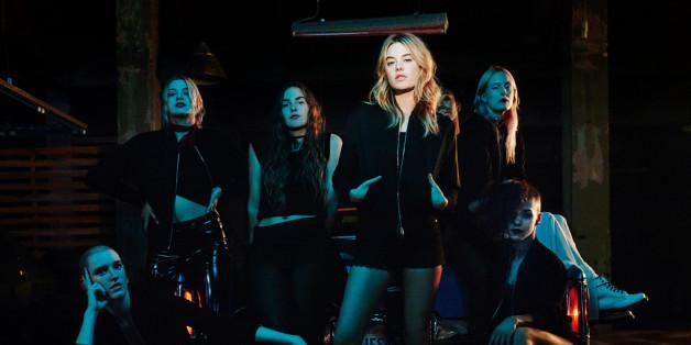 Pour le parfum Poison Girl, Dior orchestre une campagne publicitaire dansante, comprenant un clip et des tutos en ligne pour apprendre à danser comme le mannequin et égérie Camille Rowe.