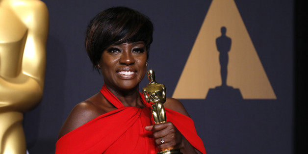 "89th Academy Awards - Oscars Backstage - Hollywood, California, U.S. - 26/02/17 - Actress Viola Davis poses with her Oscar for Best Supporting Actress for the film ""Fences"" REUTERS/Lucas Jackson"
