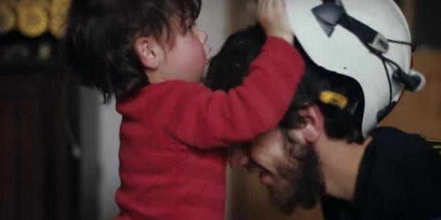 """""""Les casques blancs"""", documentaire oscarisé disponible sur Netflix Maroc"""