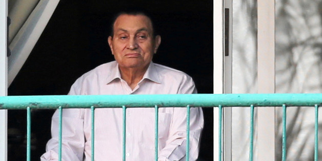 Ousted Egyptian president Hosni Mubarak looks towards his supporters outside the area where he is hospitalized during the celebrations of the 43rd anniversary of the 1973 Arab-Israeli war, at Maadi military hospital on the outskirts of Cairo, Egypt October 6, 2016. REUTERS/Mohamed Abd El Ghany     TPX IMAGES OF THE DAY