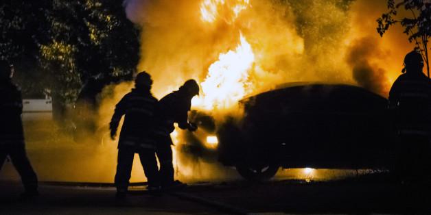 Nach einen Überfall zündeten die Täter ihr Auto an (Symbolbild)