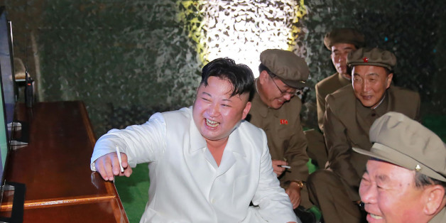 This undated picture released from North Korea's official Korean Central News Agency (KCNA) on August 25, 2016 shows North Korean leader Kim Jong-Un (C) inspecting a test-fire of strategic submarine-launched ballistic missile at an undisclosed location. / AFP / KCNA / KNS / South Korea OUT / REPUBLIC OF KOREA OUT  / SOUTH KOREA OUT ---EDITORS NOTE--- RESTRICTED TO EDITORIAL USE - MANDATORY CREDIT 'AFP PHOTO/KCNA VIA KNS' - NO MARKETING NO ADVERTISING CAMPAIGNS - DISTRIBUTED AS A SERVICE TO CLIEN