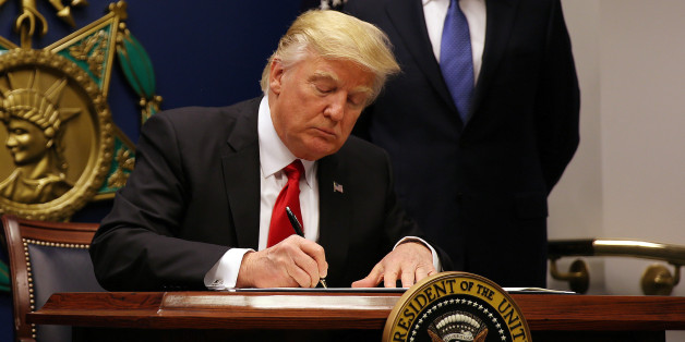 U.S. President Donald Trump signs a revised executive order for a U.S. travel ban on Monday, leaving Iraq off the list of targeted countries, at the Pentagon in Washington, U.S., January 27, 2017. REUTERS/Carlos Barria/FILE