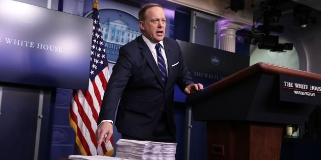 Trumps Dobermann: Wie Sean Spicer sich einen fatalen Fehler nach dem anderen leistet