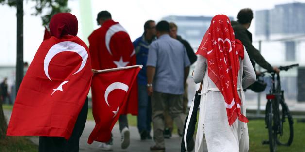 Liebe deutsche Erdogan-Gegner, euer Verhalten zeigt, dass ihr kein Stück besser seid als die Fans des türkischen Präsidenten
