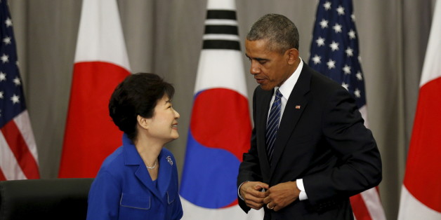 U.S. President Barack Obama speaks with South Korean President Park Geun-Hye after their trilateral meeting with Japanese Prime Minister Shinzo Abe at the Nuclear Security Summit in Washington March 31, 2016. REUTERS/Kevin Lamarque