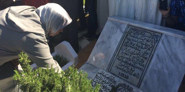 L'émotion de la mère d'Imad Ibn Ziaten, 5 ans après son assassinat par Mohamed Merah