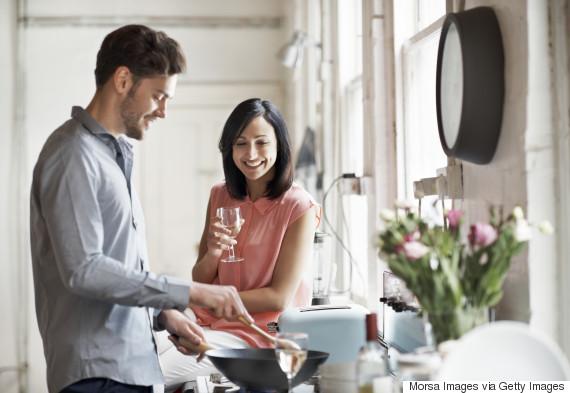 src=https://s i.huffpost.com/gen/5168190/thumbs/o COUPLE WINE 570.jpg 7 tips bina rumah tangga bahagia hingga ke akhir hayat