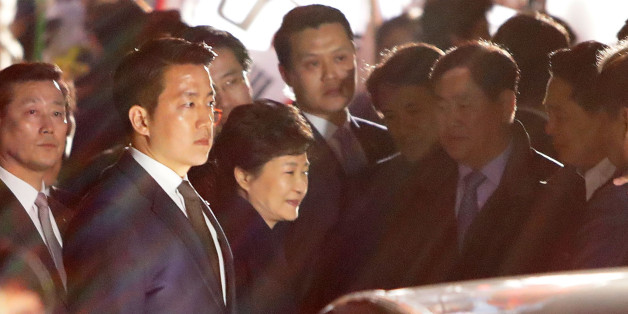 SEOUL, SOUTH KOREA - MARCH 12:  Ousted South Korea President Park Geun-hye (C) smiles as she is greeted by supporters after arrival at her own home on March 12, 2017 in Seoul, South Korea.  Park left the presidential palace, two days after the country's Constitutional Court removed her from office over a massive corruption scandal.  (Photo by Chung Sung-Jun/Getty Images)