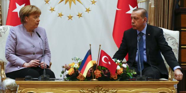 Wie Chronik des Scheiterns: Wie sich Merkel seit einem Jahr von Erdogan herumschubsen lässt