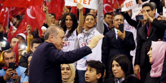 ISTANBUL, TURKEY - MARCH 19: Turkish President Recep Tayyip Erdogan greets the crowd during the Turkey Tradesmen Gathering in Istanbul, Turkey on March 19, 2017.  (Photo by Kayhan Ozer/Anadolu Agency/Getty Images)