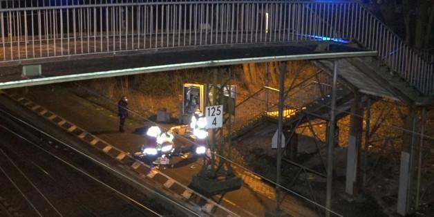 Ein Mann sprengt einen Fahrkartenautomaten - und stirbt